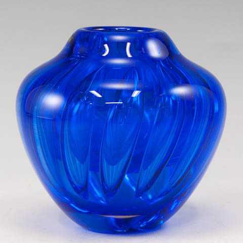 Optic Overlay Vase by  Robinson Scott - Masterpiece Online