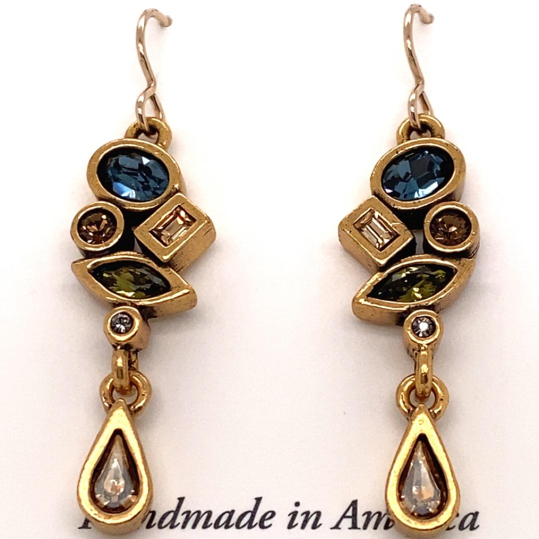 Interval Earrings in Gold, Cascade