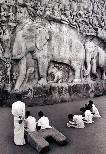 Visitos at India's Ma... by  Alfred Eisenstaedt - Masterpiece Online