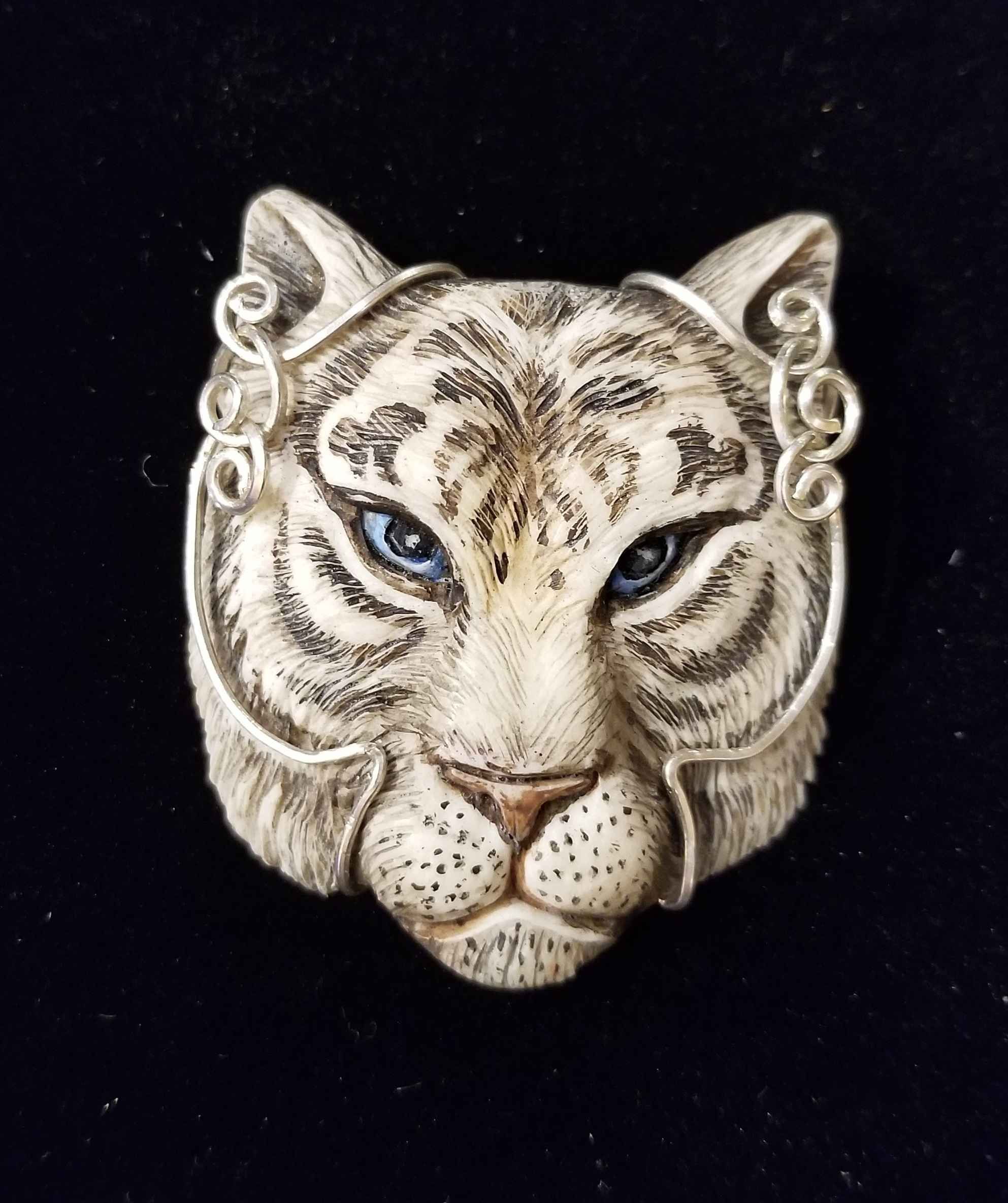 Wire-wrap White Tiger by  Susan Tereba - Masterpiece Online