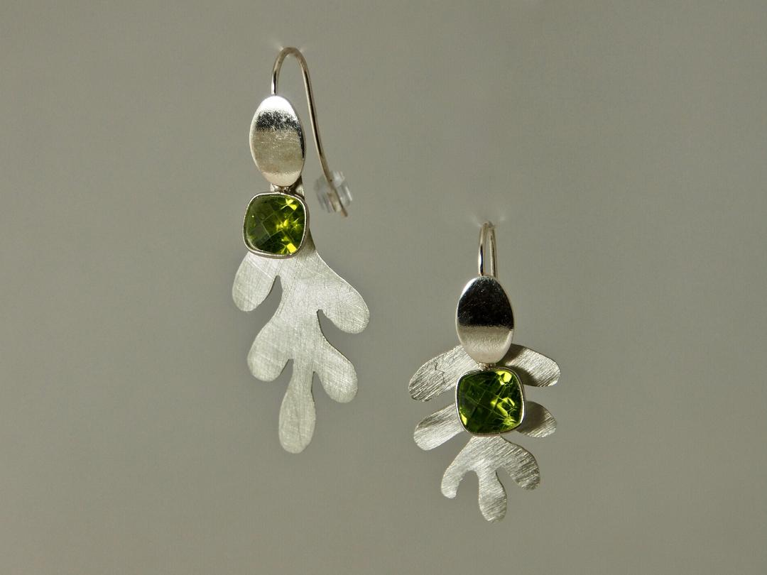 Assymetric Leaves Earrings in Sterling silver and Peridot