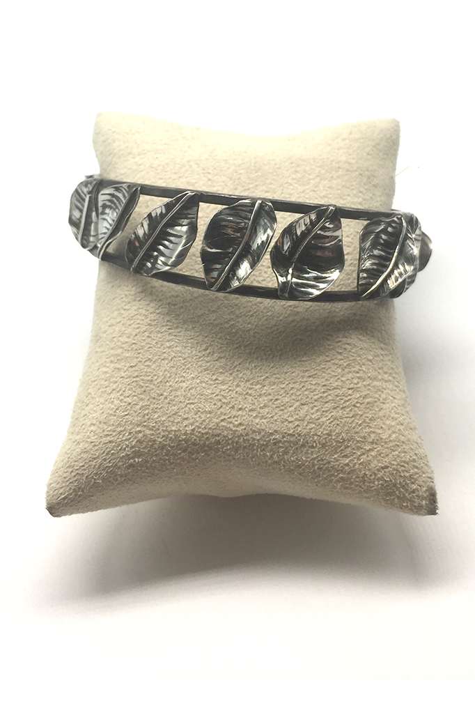 Begonia Bangle in Silver