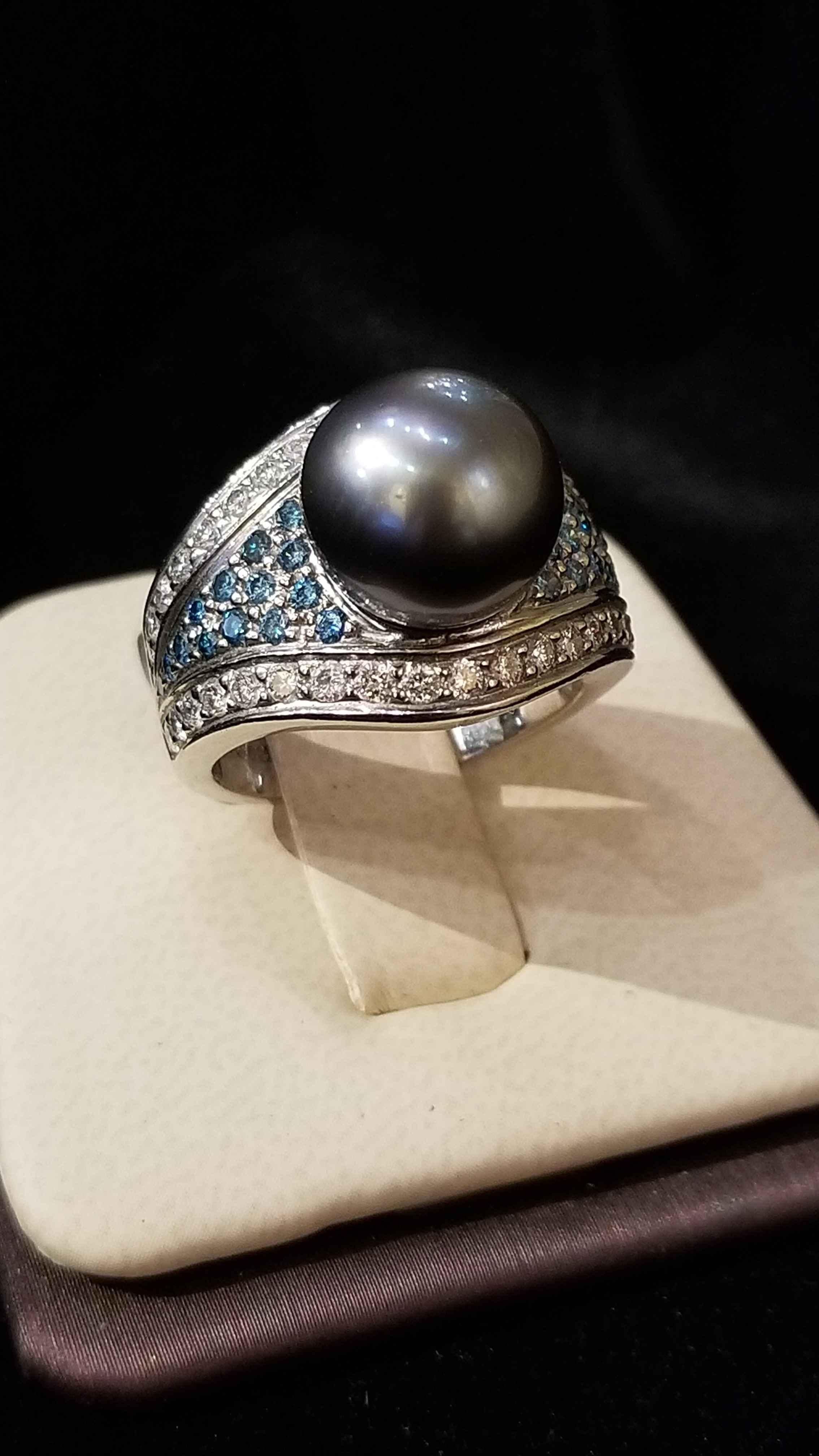 Black Pearl - Platinum  by  My Jeweler