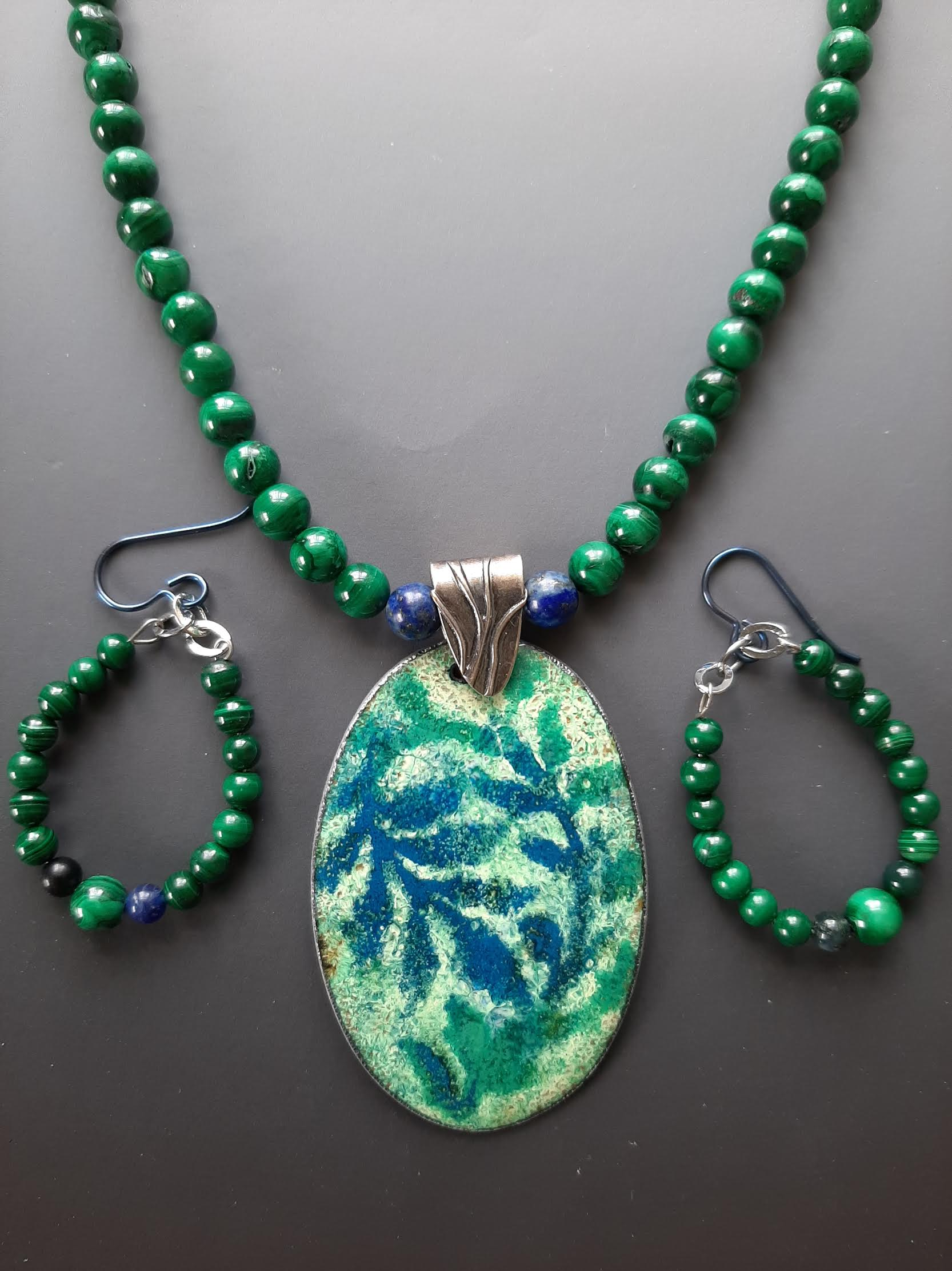 Oval Leaf Pattern Necklace and Earring Set with Malechite Beads, Silver Chain, 22