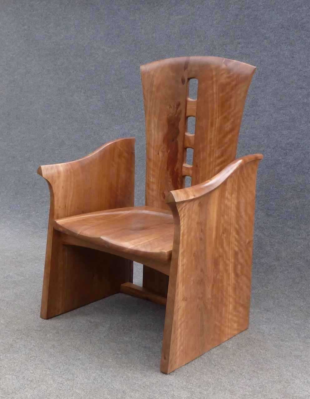 Entry Throne by Mr. Tai Lake - Masterpiece Online
