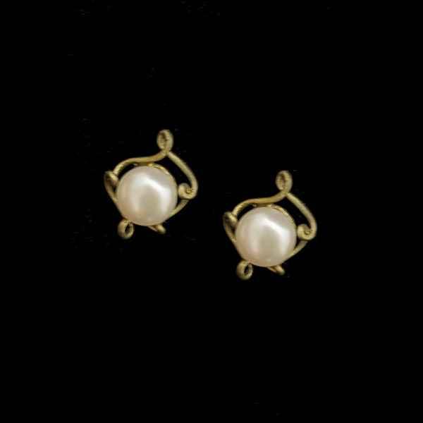 Pea Pod Pearl Post Earring